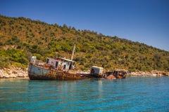 Wrack des angeschwemmten Schiffes in Alonissos, Griechenland Lizenzfreies Stockbild