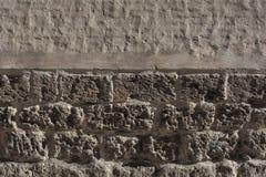 Wrack-rote alte Backsteinmauer mit defekter Gips-Hintergrund-Beschaffenheit Lizenzfreies Stockbild