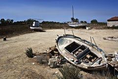 Wracke der alten Fischerboote Stockfotos