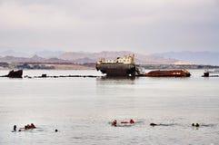 Wrackschiff im Roten Meer Stockbilder