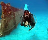 Wrak en duiker stock foto