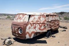 Wrak en verlaten auto de woestijn in van Nairobi, Kenia, Afrika stock afbeeldingen