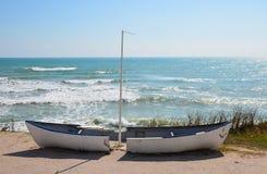 Wrak op kust stock afbeelding