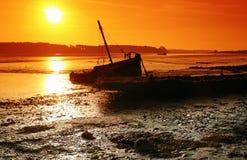 wrak van een boot in Auray-rivier royalty-vrije stock foto
