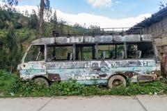 Wrak van een bus in Leimebamba, Pe stock afbeelding
