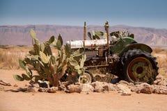 Wrak van oude Tractor in Patience, Namibië stock fotografie