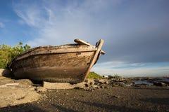 Wrak vissersboot stock afbeeldingen