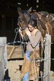 Wrangler de cavalo fêmea. fotos de stock royalty free