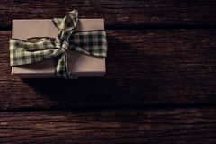 Wrapped gift box on wooden plank Royalty Free Stock Photos