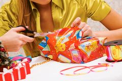 Wrapping gifts Royalty Free Stock Images