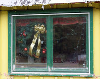 Wreath in Abandoned Gift Shop Window Royalty Free Stock Photography