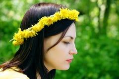 Wreath auf einem Kopf des Mädchens Stockfotografie