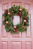Wreath auf Tür. Stockbilder