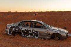Wrecked abandonó el coche, interior Nuevo Gales del Sur, Australia imagen de archivo