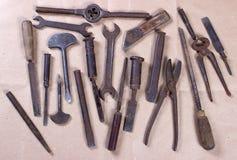 Wrenchs, διάφορα εργαλεία στο ξύλινο υπόβαθρο Στοκ φωτογραφία με δικαίωμα ελεύθερης χρήσης