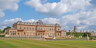 Wrest den Stately utgångspunkten för parken, England Arkivbild