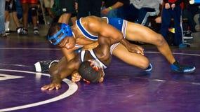 wrestling мальчиков более старый Стоковые Изображения RF