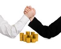 2 wrestling руки и монетки Стоковые Изображения RF