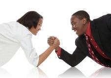 бизнесмены рукоятки wrestling Стоковые Фотографии RF
