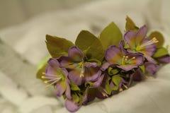 Wreth della decorazione dei capelli dei fiori colorati artificiali fotografia stock