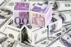 Würfel von Euro und von Dollar Stockfoto