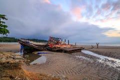 Wrick e la bella alba al Tg Aru tirano, Labuan malaysia Immagine Stock