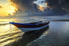 Wrick e la bella alba al Tg Aru tirano, Labuan malaysia Fotografia Stock Libera da Diritti
