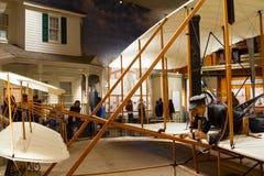 Wright Brothers 1903 accionó el aviador en el aire y el Spac nacionales Imagen de archivo libre de regalías