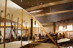 Wright Brothers 1903 accionó el aviador en el aire y el Spac nacionales Fotografía de archivo