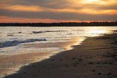 Wrightsville strandsolnedgång som reflekterar på havet Royaltyfria Bilder