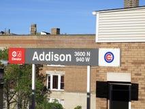 Wrigley coloca a estação de CTA, Chicago Cubs Imagens de Stock