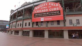 Wrigley-Feld in Chicago - Haus der Chicago Cubs - CHICAGO, USA - 12. JUNI 2019 stock video footage