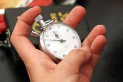 wrist för klockawatch arkivbild