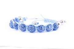 Wristband που διακοσμείται μπλε με τον πολύτιμο λίθο Στοκ Φωτογραφία