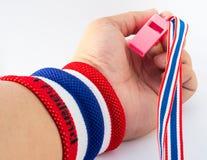 Wristband colourful na nadgarstek istocie ludzkiej dla otuchy Fotografia Royalty Free