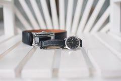 Wristwatch και ζώνη των ατόμων Στοκ Εικόνες
