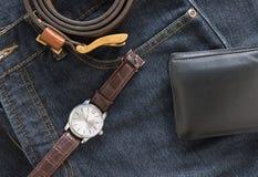 Wristwatch και πορτοφόλι στην τσέπη τζιν τζιν Στοκ Φωτογραφία