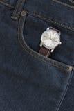 Wristwatch στην τσέπη τζιν τζιν Στοκ εικόνα με δικαίωμα ελεύθερης χρήσης
