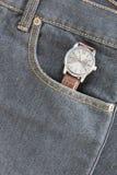 Wristwatch στην τσέπη τζιν τζιν Στοκ Φωτογραφίες