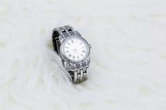Wristwatch στη γούνα Στοκ Φωτογραφίες