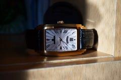 Wristwatch z czarną rzemienną patką obrazy stock