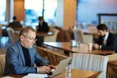 Writing email partner biznesowy zdjęcie stock