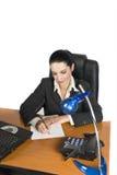 writing för affärskvinnakontorssida Royaltyfria Bilder