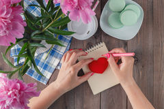Writing love letter for valentine's day Royalty Free Stock Image