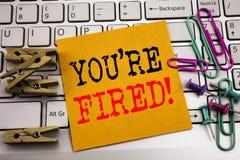 Writing tekst pokazuje Ciebie Podpala Biznesowy pojęcie dla bezrobotni lub rozładowanie pisać na kleistym nutowym papierze na bie fotografia royalty free