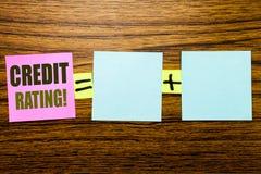 Writing tekst pokazuje ocenę zdolności kredytowych Biznesowy pojęcie dla Finansowej wynik historii pisać na kleistym nutowym papi zdjęcia royalty free