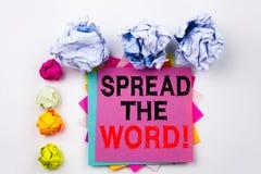 Writing tekst pokazuje rozszerzaniu się słowo pisać na kleistej notatce w biurze z śruba papieru piłkami Biznesowy pojęcie dla za fotografia royalty free