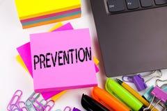 Writing tekst pokazuje zapobieganie robić w biurze z otoczeniami tak jak laptop, markier, pióro Biznesowy pojęcie dla biznesu Ja Fotografia Stock
