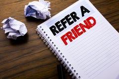 Writing teksta seans Nawiązywać do przyjaciela Biznesowy pojęcie dla skierowanie marketingu pisać na notatnika notepad nutowym pa Obrazy Royalty Free