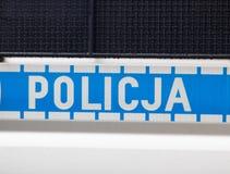 Wroc?aw, Polônia - 8 de junho de 2019: Close-up do logotipo da polícia na polícia dos meios de Policja do carro de polícia fotografia de stock